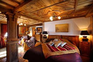 Картинка Интерьер Постель Подушки Лампы Люстра Потолок Комната Спальня Дизайн Из дерева