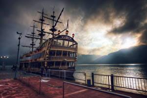 Фотографии Корабль Парусные Небо Берег Пристань Винтаж Облачно HDR Природа