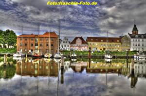 Фотография Германия Здания Река Парусные Небо Яхта Облака HDR Глюкштадт город