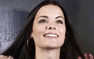 Картинки Jaimie Alexander Глаза Смотрят Улыбка Лицо Серег Волос Зубы Брюнетка Девушки