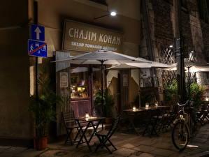 Картинки Речь Посполитая город королей Ночь Стулья Кафе