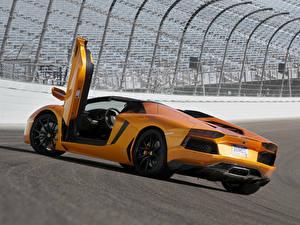 Фотография Ламборгини Оранжевый Люксовые Родстер Aventador LP700-4 Roadster Авто