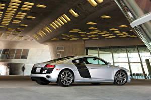 Фотография Audi Серебристый Сбоку 2010 r8 quattro автомобиль