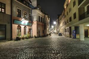 Картинка Польша Дома Дороги Краков Улица В ночи HDRI Города