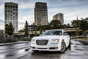 Фото Chrysler Фар Белая Спереди 2013 300 Motown Edition Города
