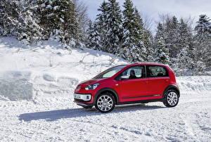 Картинка Фольксваген Снег Красный Сбоку 2013 Volkswagen Cross Up Авто