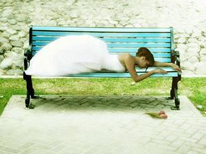 Фотография Скамейка Спящий Фантастика Девушки